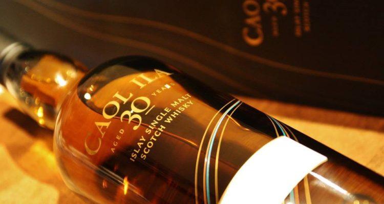 Il whisky di Caol Ila in una verticale che sa di fumo e torba