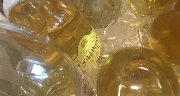 Il vino da bere in orizzontale per una volta alla prova verticale: la Cuvée Prestige di Cà del Bosco in sei annate