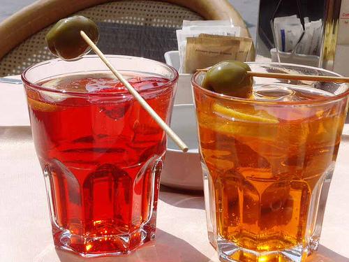 Lo spritz veneziano mania italiana all 39 ora dell 39 aperitivo for Bicchiere da spritz
