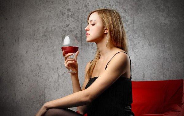 10 tecniche infallibili per simulare competenza alle degustazioni di vino