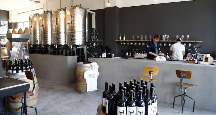 Cantina Urbana, a Milano è arrivato il vino in città
