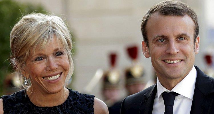 Macron e l'elogio della maturità. Compresa quella di sua moglie