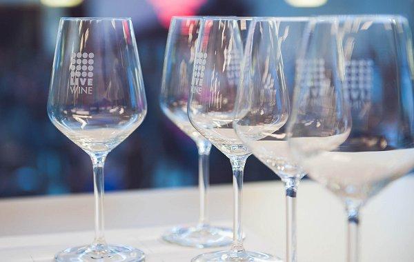 Il senso di Live Wine per il vino. Assaggi e numeri vari al Salone Internazionale del Vino Artigianale