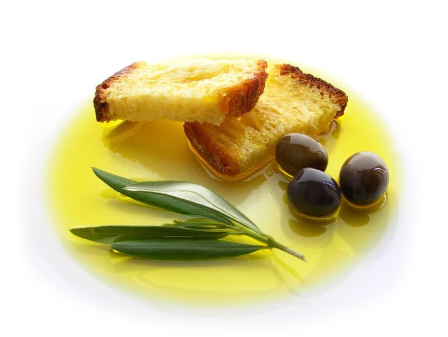 La guerra dell'olio extra vergine d'oliva. Oro verde, misture legalizzate e Made in Italy svenduto