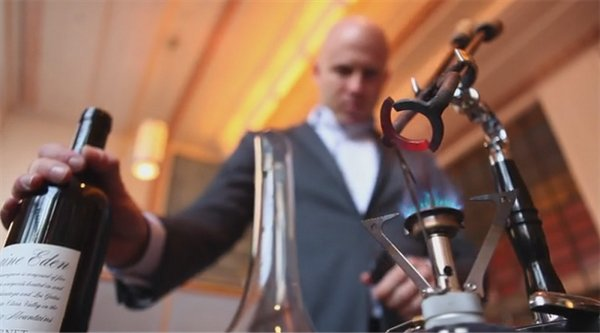 Come aprire una bottiglia di vino usando pinze arroventate for Aprire le planimetrie con una vista