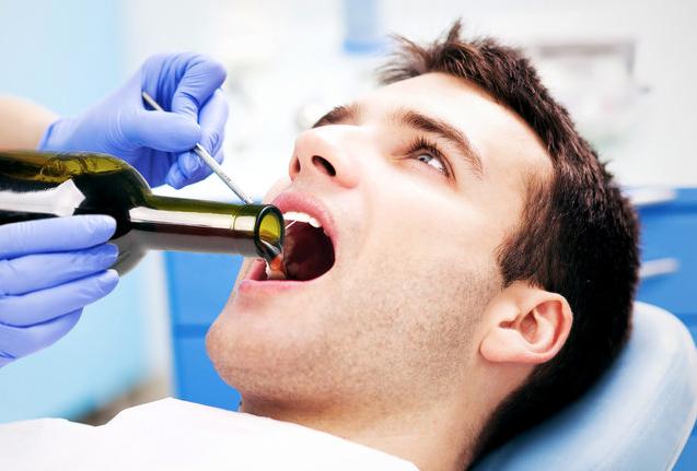 Come dimenticare il trauma del dentista a colpi di Madeira e Champagne