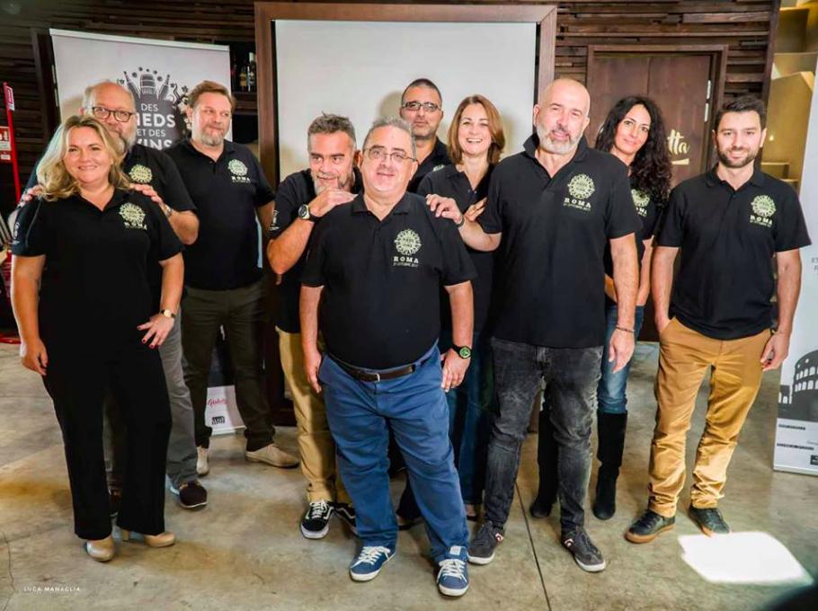 Il team di degustazione della guida [Foto: Luca Managlia]