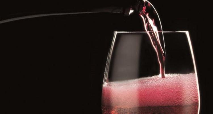 """Titoli che fanno male: """"Lambrusco contro champagne: presto il sorpasso"""""""