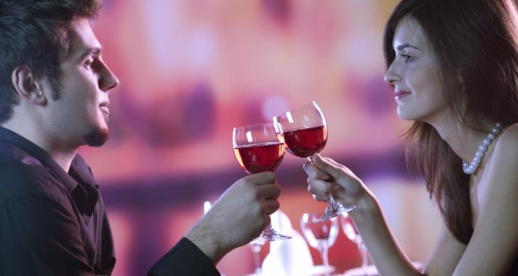 Bufale britanniche: la donna che avrebbe speso 16.000 di vino al primo appuntamento