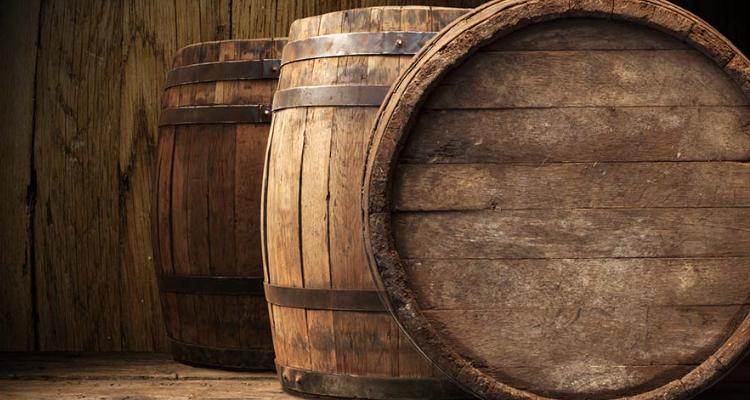 Legno, acciaio, terracotta o cemento: quale contenitore per il vino?