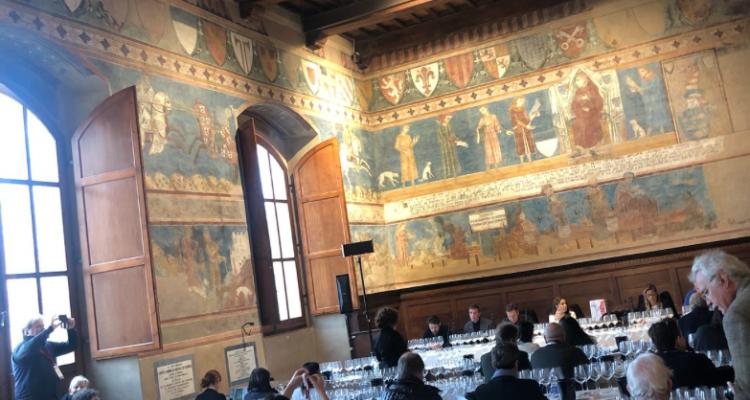 """Cosa fa di un vino un """"classico""""? La risposta tra San Gimignano e i classici del Nuovo Mondo"""
