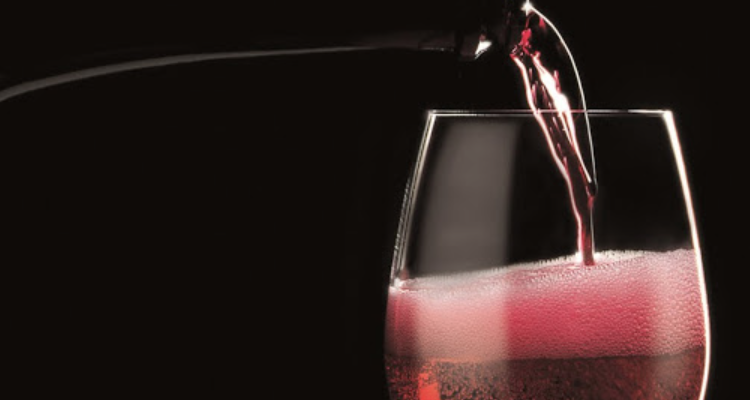 Il Lambrusco alla prova del tempo: bere subito o aspettare?
