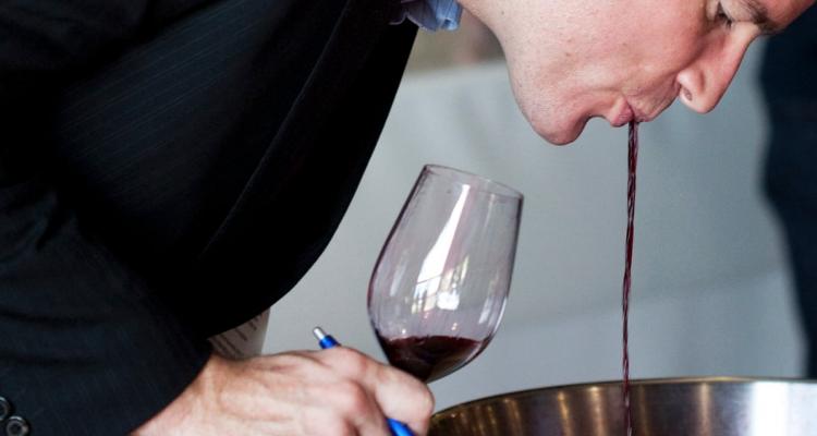 Cose vietate ai tempi del Covid19: le sputacchiere del vino