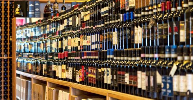 La Lombardia vieta gli alcolici, Assoenologi protesta e le cantine mute