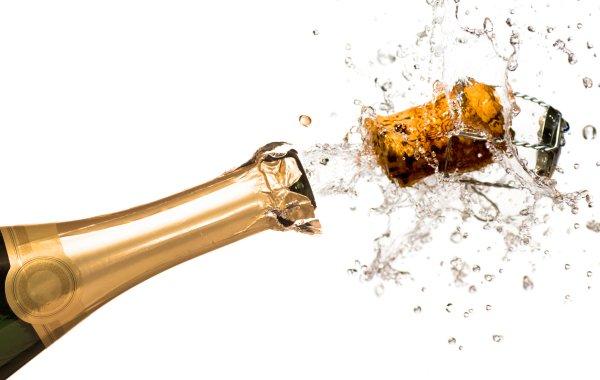 10 tecniche infallibili per simulare competenza assaggiando Champagne