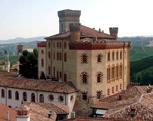 il castello di Barolo, sede della Cantine Borgogno