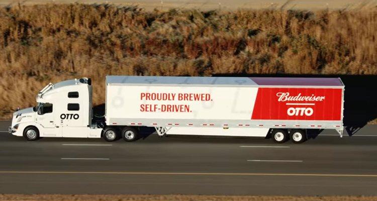 Al volante di questo Tir carico di Budweiser non c'è nessuno