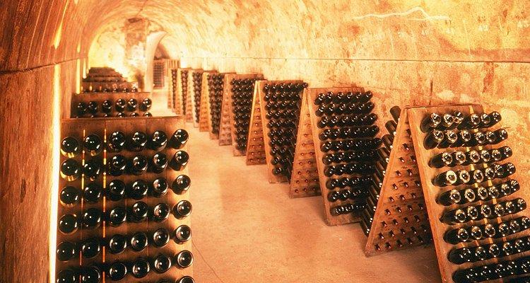 Storia delle bollicine dall'antichità ad oggi. Di Champagne e sorprese. (Post enorme)