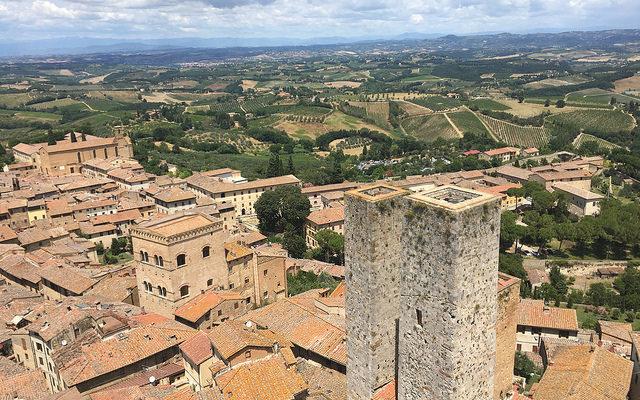 Vernaccia di San Gimignano: la storia (video) di come bevevano i ricchi e potenti del Medioevo